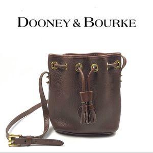 VINTAGE DOONEY & BOURKE CROSS BODY BAG